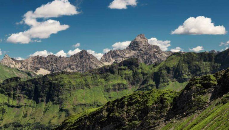 Panorama Allgäu Alpen Berge Hinterstein Sommer blauer Himmel Grüne Wiesen Oberallgäu